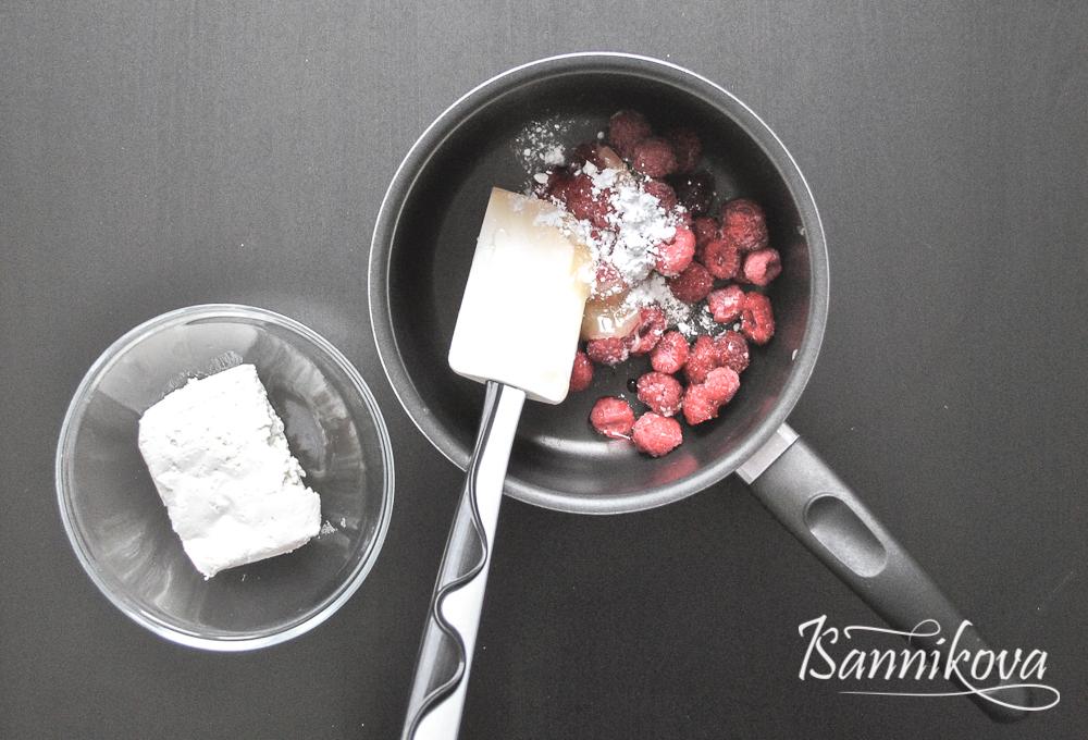 Все ингредиенты для крема, кроме творога смешиваем в сотейнике