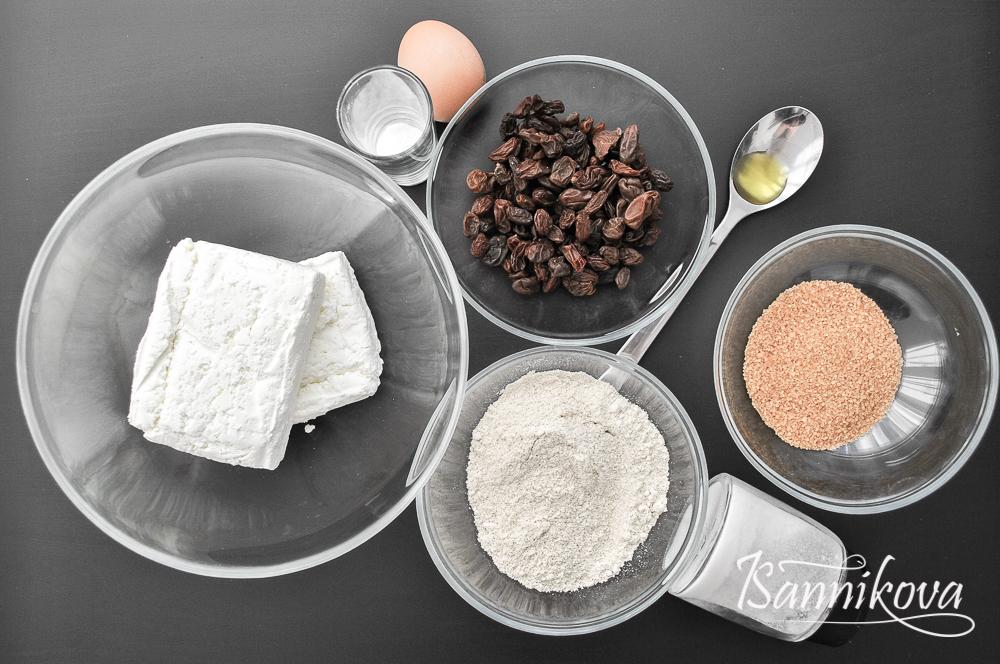 Список ингредиентов для сырников на основе изюма