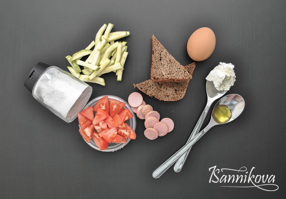 Подготовка ингредиентов для омлета с тостами