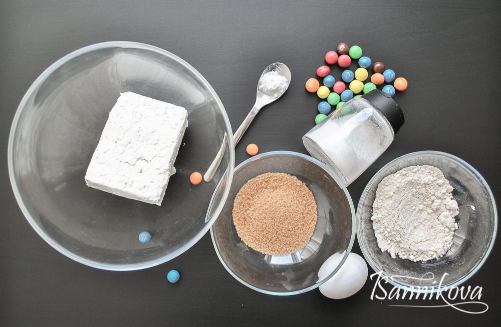 Ингредиенты для сырников с Сырники M&M's