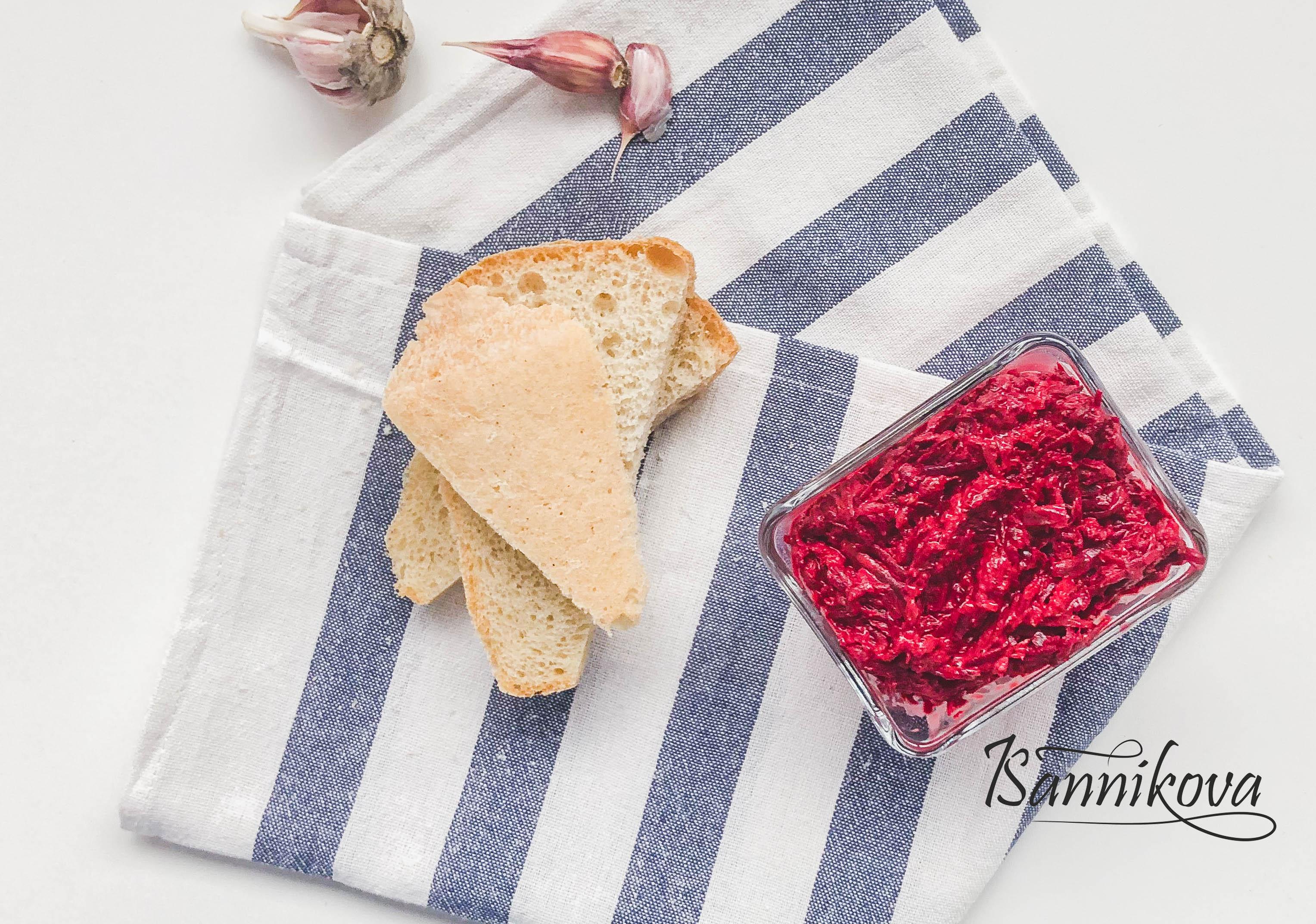 Салат свёкла с чесноком готов