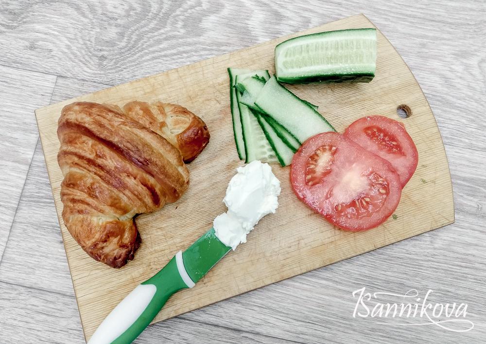 Список ингредиентов для круассана с овощами и творожным сыром