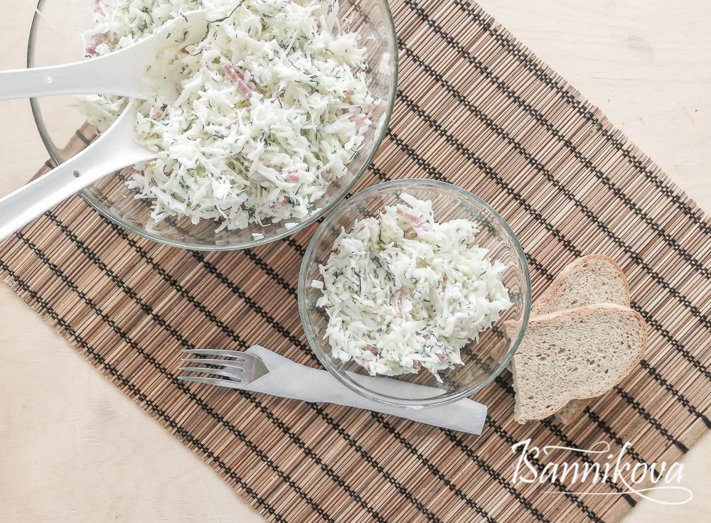 Капустный салат с копчёной колбасой готов