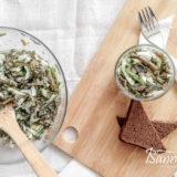 Салат с морской капустой и свежим огурцом готов