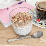 Пудинг с семенами чиа и малиновым джемом готов