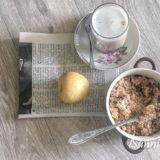 Яблочный крамбл на овсяной муке с печеньем