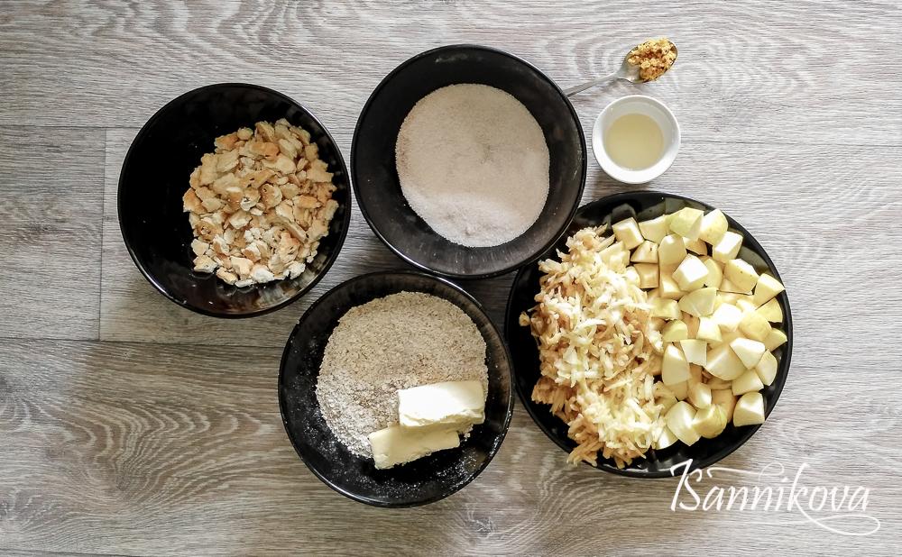 Подготовка ингредиентов для яблочного крамбла