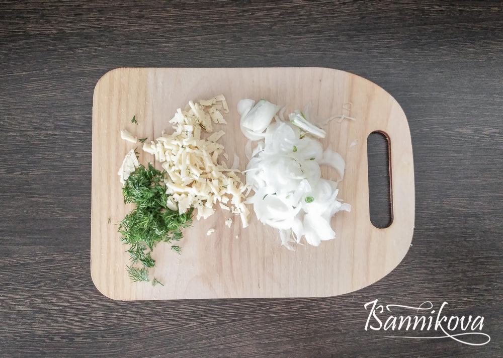Подготавливаем ингредиенты для омлета