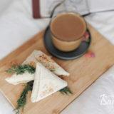 Треугольники с сыром и творогом готовы