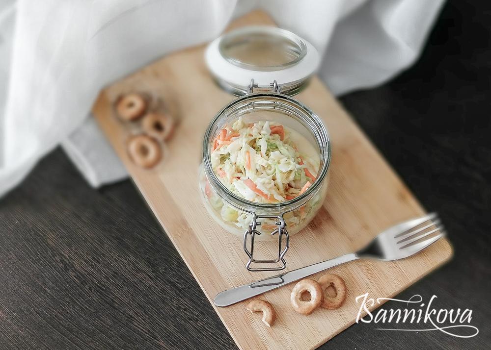 Капустный салат с ананасами готов