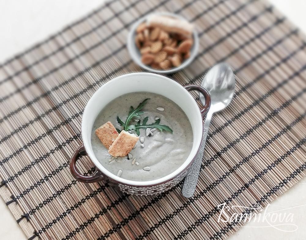 Крем-суп из белых грибов готов
