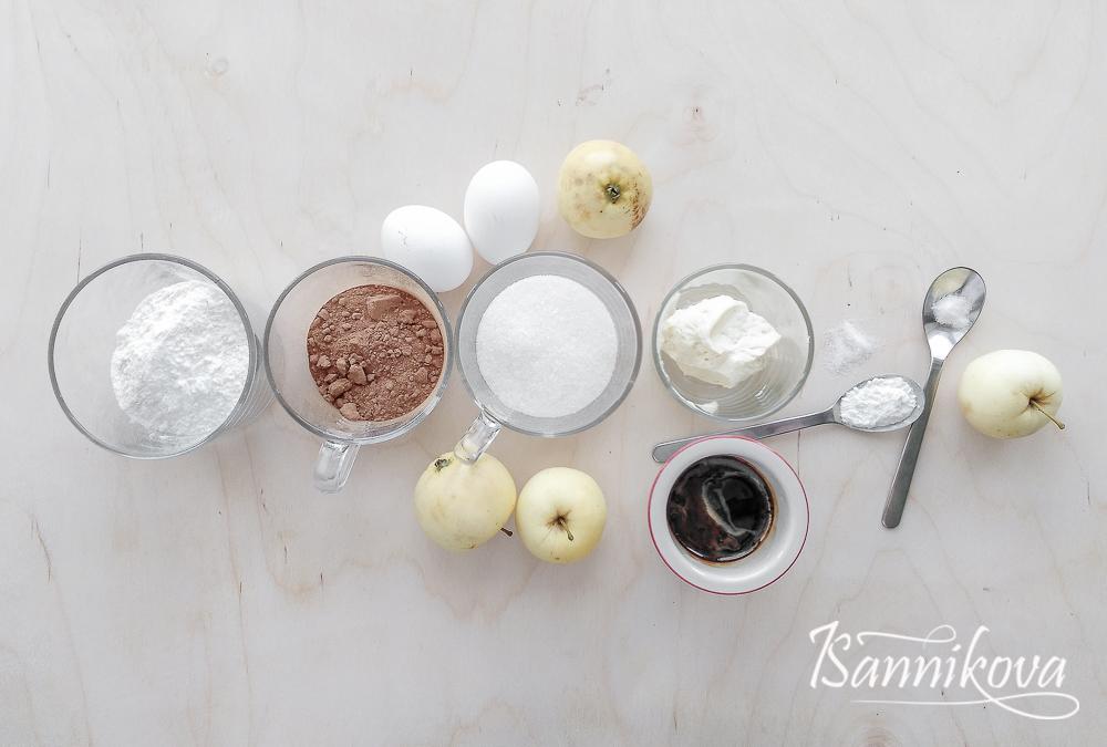 Список ингредиентов для шоколадного кекса с яблоками