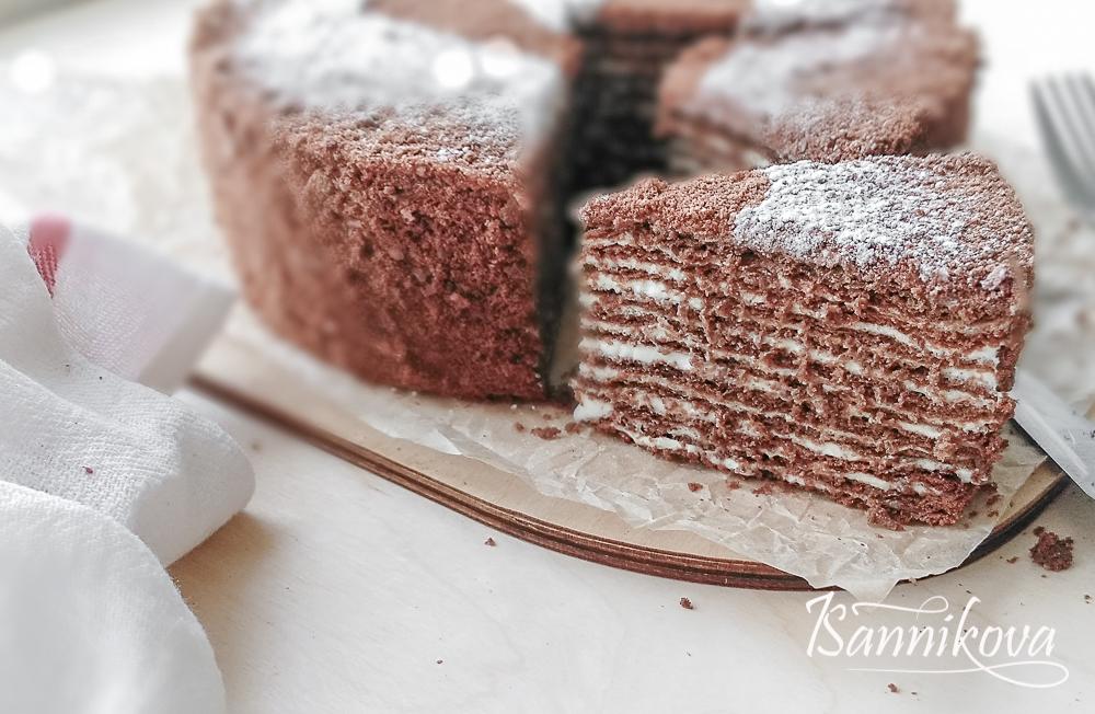 Бока и верх торта присыпаем крошкой