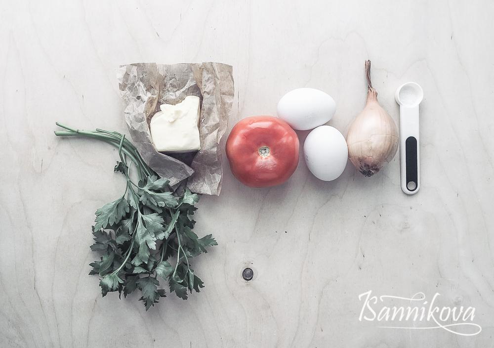 Список ингредиентов для яичницы с томатами и луком