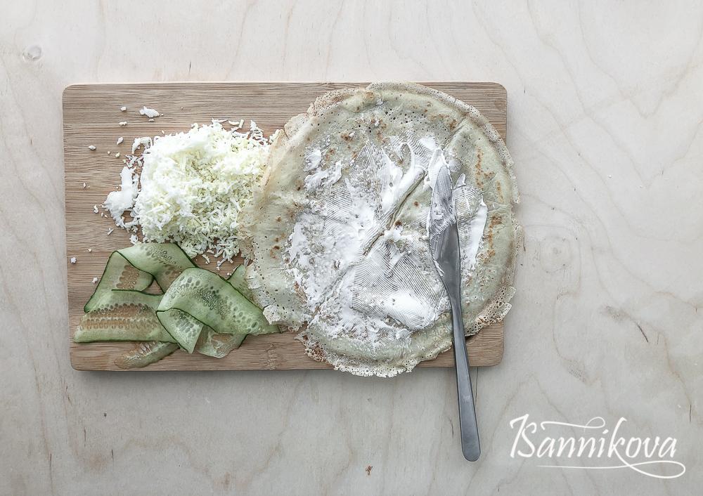 Первый слой - творожный сыр