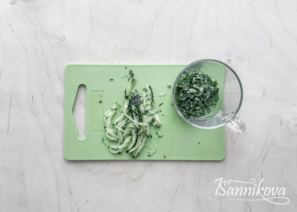 Подготавливаем ингредиенты для соуса